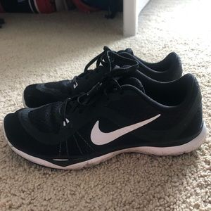 Nike black and white flex TR 6 sneakers